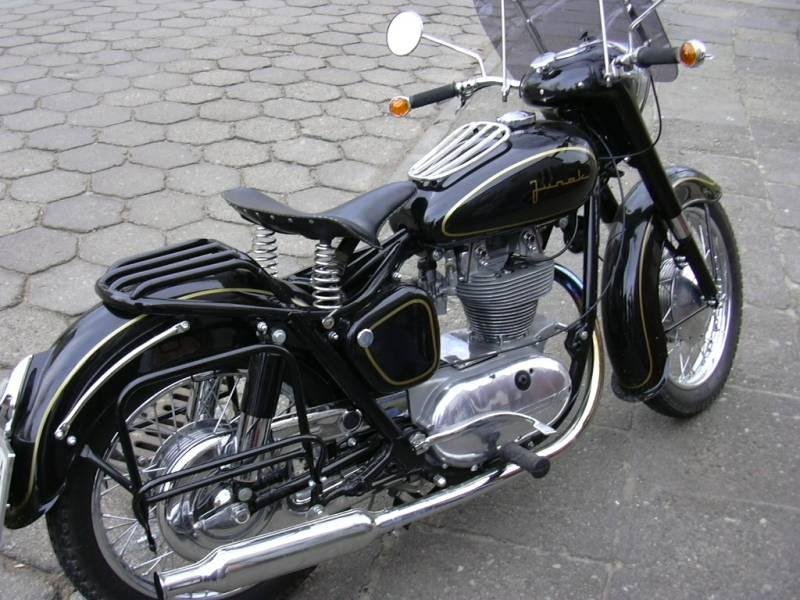 Oldtimer Garage M16